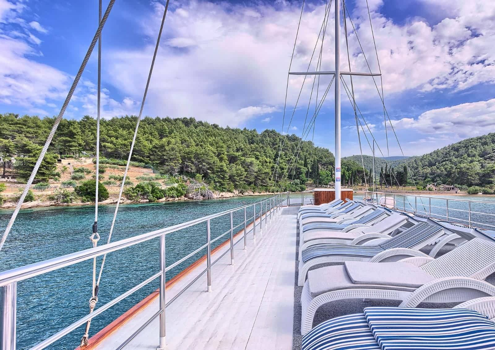 Croatia cycling and sailing tours on the Ocean boat