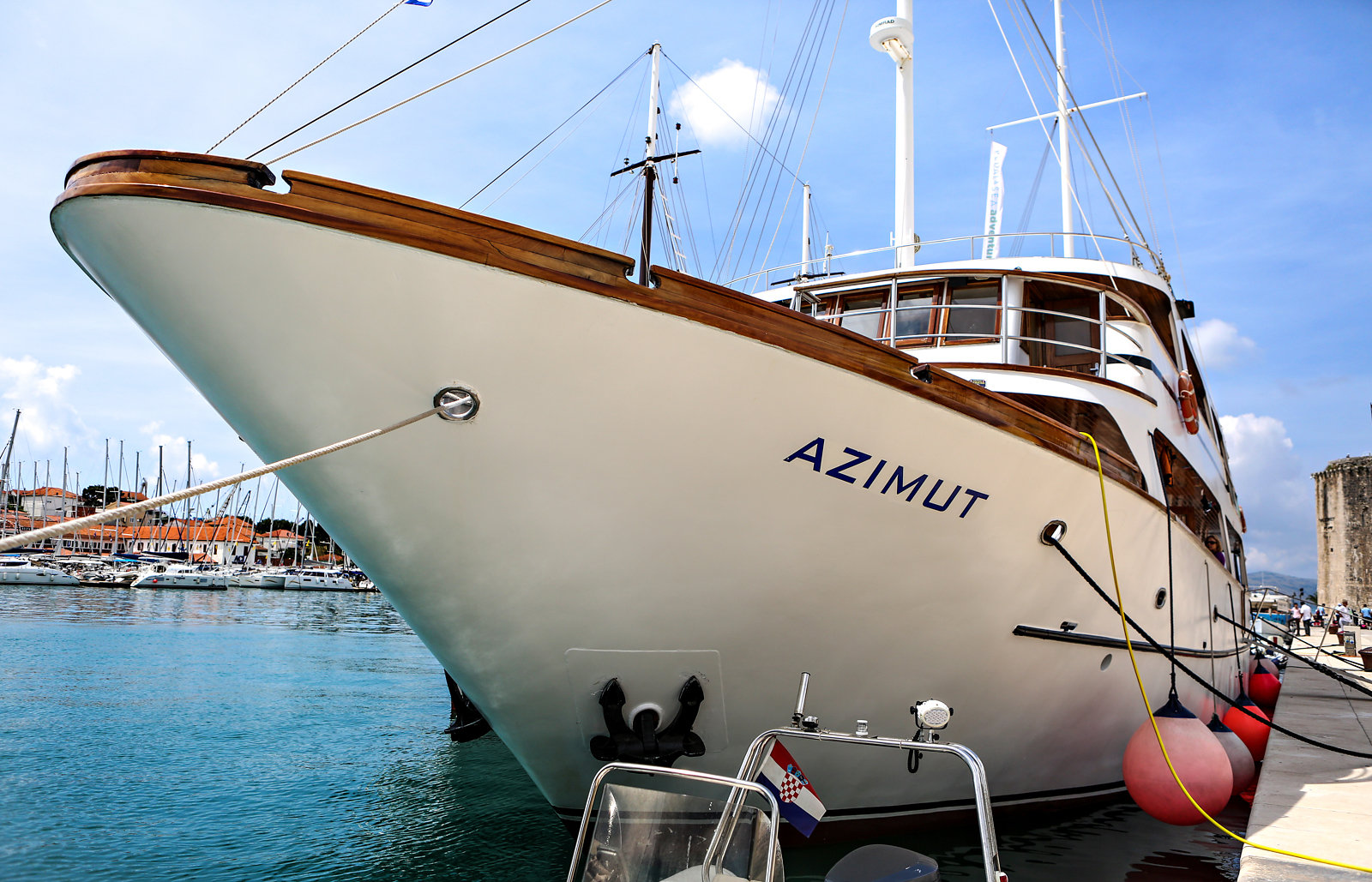 The Azimut boat for bicycle tours in Croatia