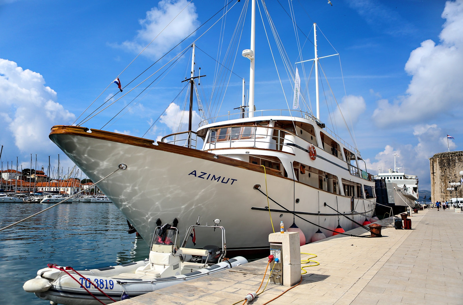 Cycling and sailing Croatia on the Azimut